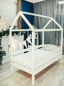 Детская кровать-домик из массива белый